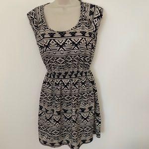 🌻Forever 21 Simple Black & White Mini Dress SZ S